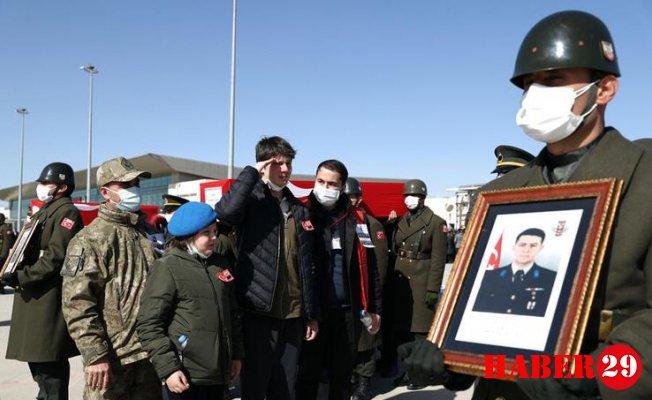 Şehit Olan Askerlerimiz İçin Tören Düzenlendi! Gözyaşları Sel Oldu