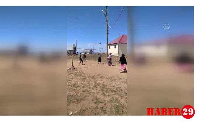 Genç Kızların Yaylada Oynadıkları Voleybol Maçları Büyük İlgi Görüyor