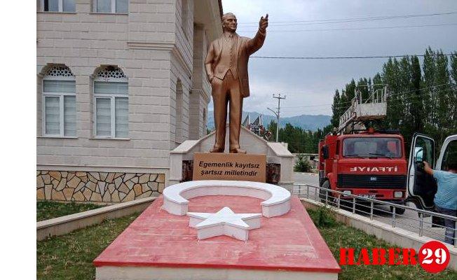 GÜDAP'tan Yeşilbük Beldesine Atatürk Heykeli